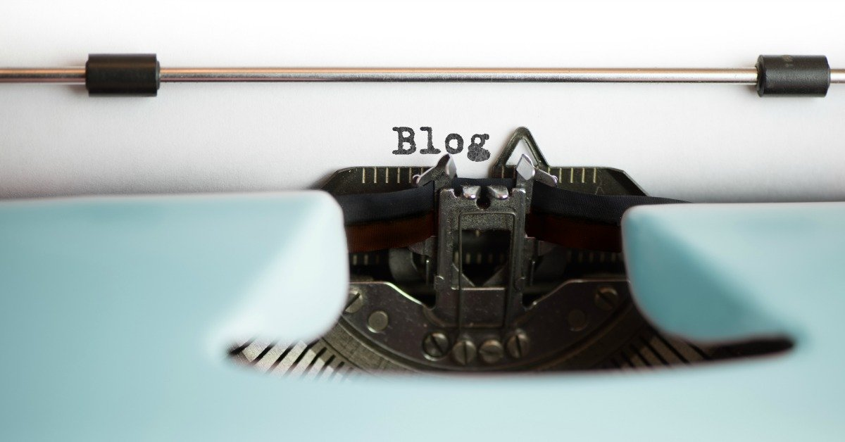 These might surprise you if you're a new blogger, but they are solid blogging advice. Blogging tips and tricks that successful bloggers know in the reverse. If you're starting a blog in 2017, you need these beginner blog secrets.